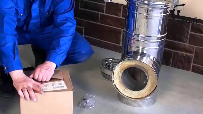 Установка дымохода предполагает использование крепежных элементов, которые идут в комплекте с основной конструкцией