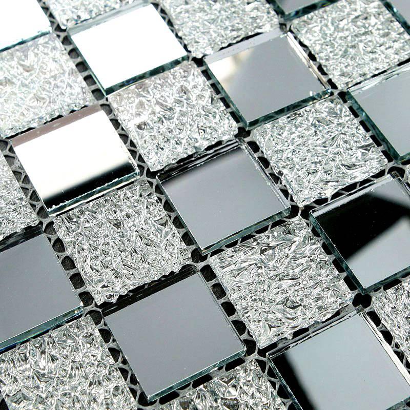 Такие варианты могут иметь зеркальные поверхности или оригинальную фактуру