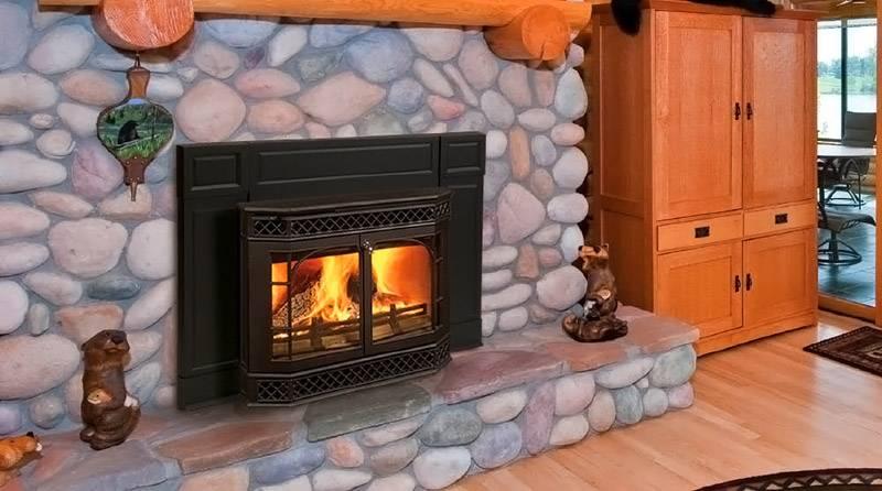 Печь на дровах отлично впишется в интерьеры деревенских стилей