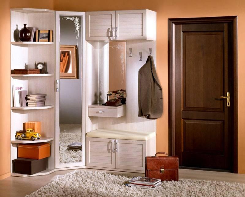 Дизайн мебели должен сочетаться с остальными предметами и аксессуарами в интерьере