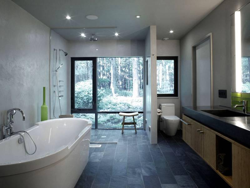 Большая ванная в частном жилище