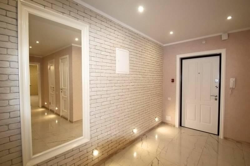 Светильники в нижней части стены смотрятся очень эффектно и свежо