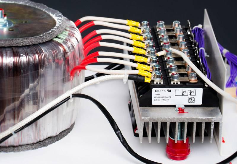 Подключать устройство самостоятельно можно только людям, разбирающимся в электрике