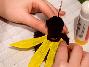 Цветы из гофрированной бумаги своими руками: простые мастер-классы