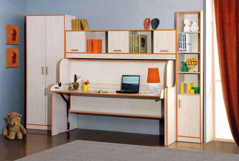 В детской комнате раскладывающийся стол преобразуется в место для сна