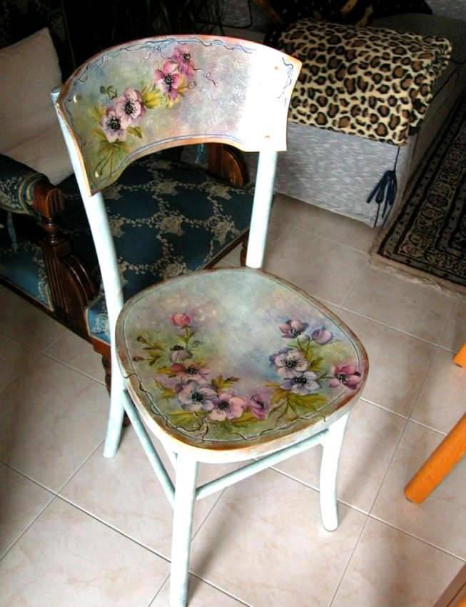 Не надо выбрасывать такой стул. После реставрации он превратится в настоящее произведение искусства