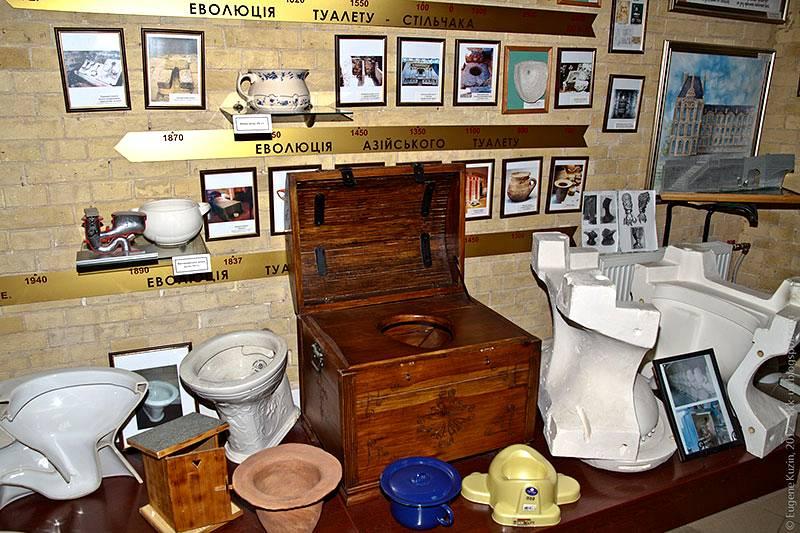 Древняя тумба-туалет