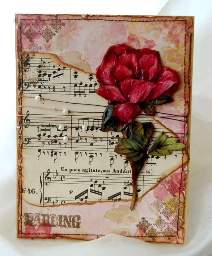 Здесь ровная основа (музыкальная партитура), дополнена цветочным барельефом. Ноты – жемчужные бусинки на толстых нитках