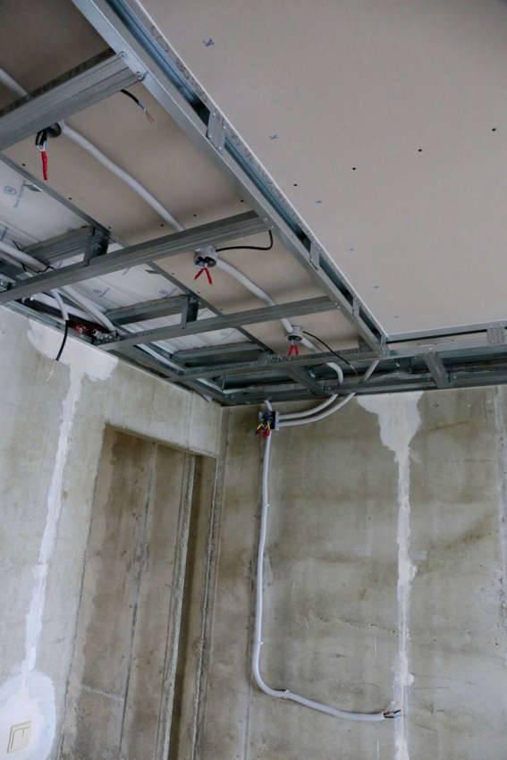 Гибкая оболочка пригодится для прокладки трасс в конструкциях подвесных потолков