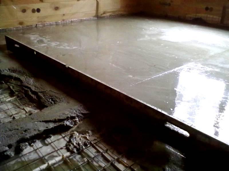 Толстая бетонная стяжка весит много