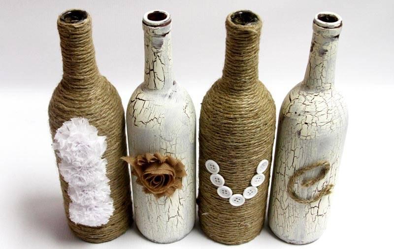 На такой поверхности также применяют декупаж, но на гладких стенках бутылки проще освоить технологию