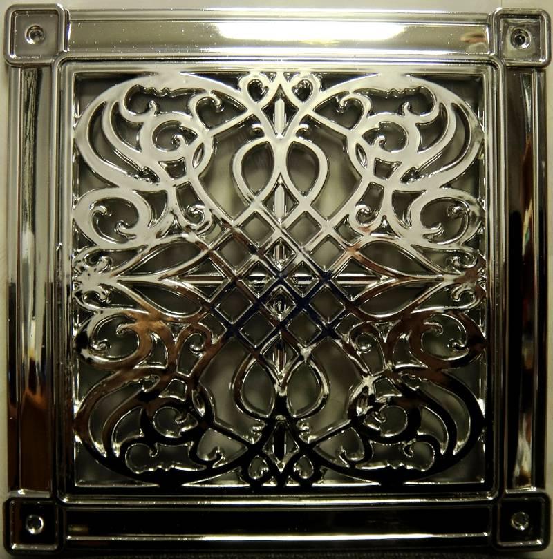 Отверстия закрывают декоративными решетками, с применением соответствующего определенному интерьеру дизайна
