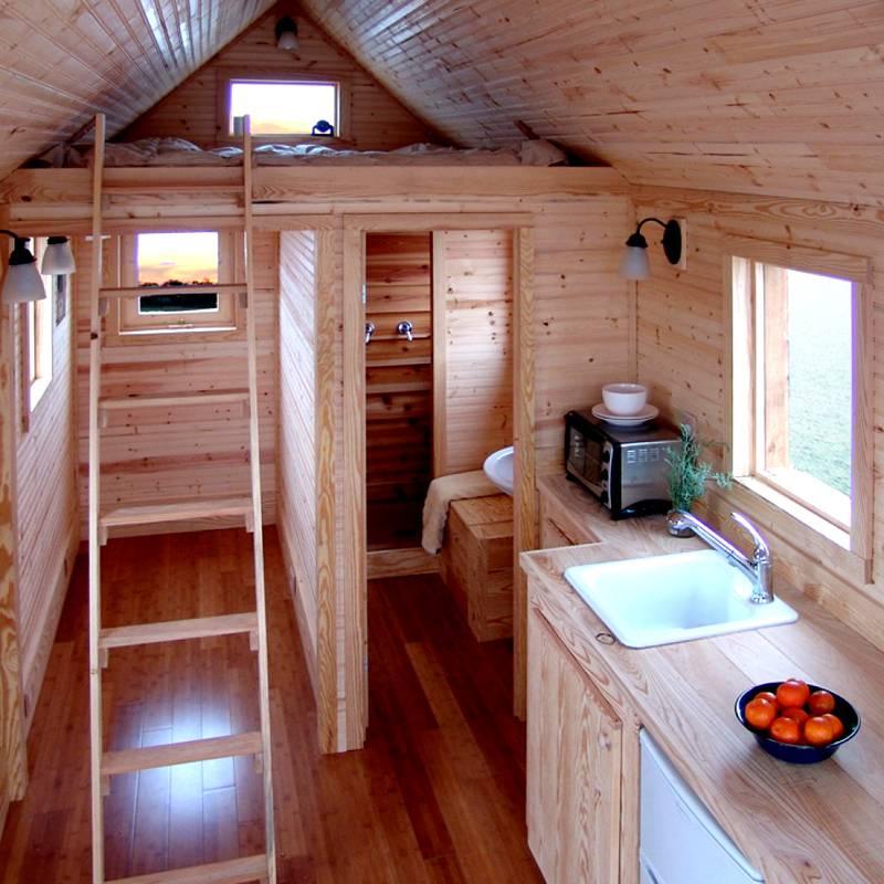 Спальное место можно организовать наверху