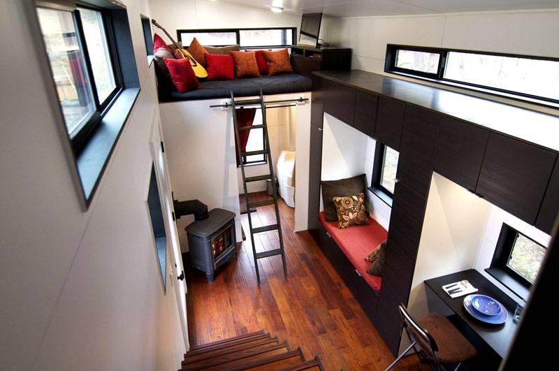 Рабочее место, спальные места и ящики для хранения могут поместиться на небольшом пространстве