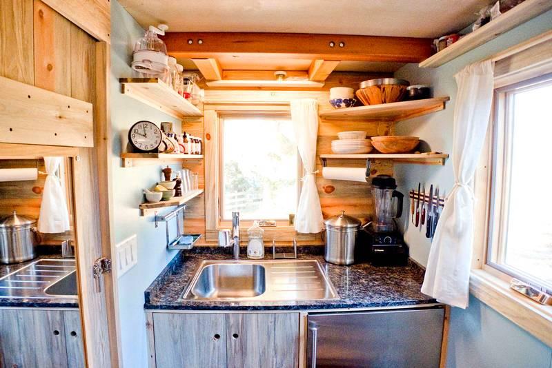 В кухне вагончика поместится все самое небходимое