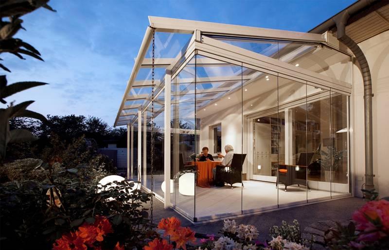 Для максимального эффекта панорамного окна применяют безрамное остекление. В этом случае для избежания излишней герметичности используются приточные системы