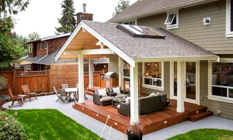 Комбинированное крыльцо для частного дома: фото входа с площадкой для отдыха