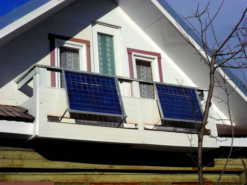 Используя солнечные источники энергии, нужно заменить лампы на светодиодные и использовать современную энергосберегающую технику