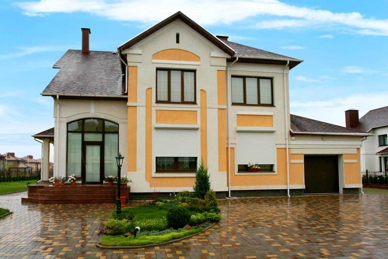 Чтобы предотвратить случайное или намеренное повреждение, владельцы загородных коттеджей приобретают специальные, вандалоустойчивые окна с повышенным запасом прочности