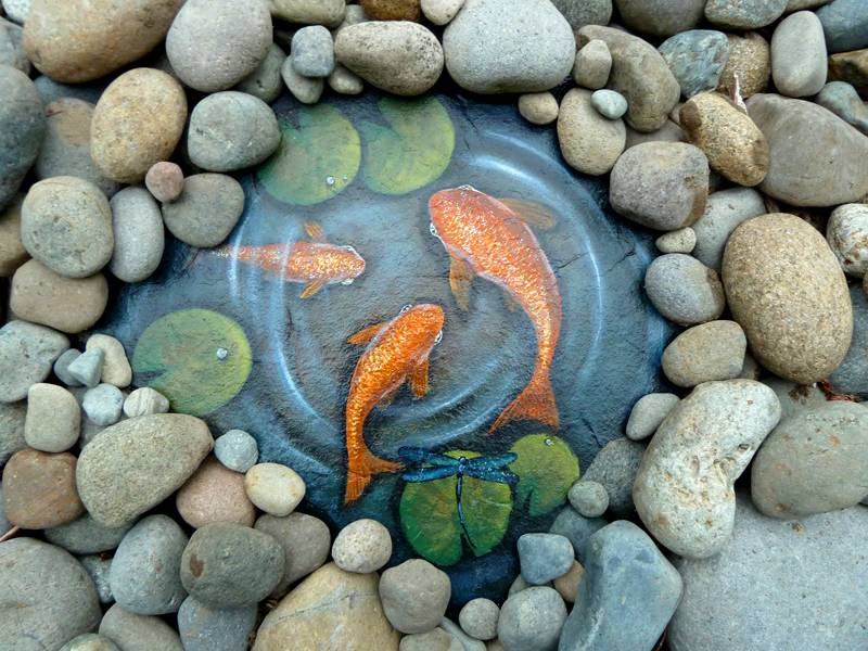 Рыбки на расписном голыше