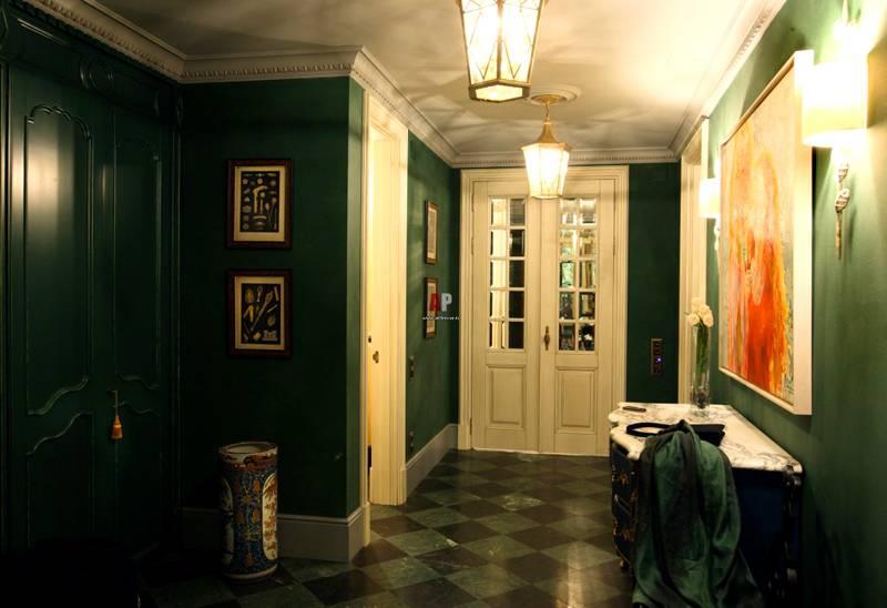 Традиционный темно-зеленый интерьер