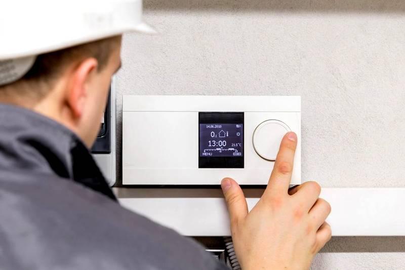 После включения выполняют настройку датчика температуры комнатного для газового котла в соответствии с инструкциями производителя и собственными требованиями