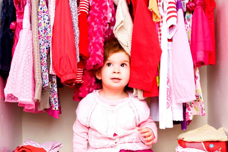 Если в семье растут девочки – лучше сразу купить большой шкаф
