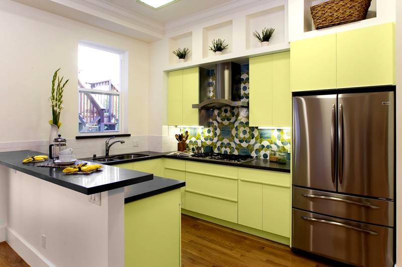 Салатовый и белый – традиционное сочетание цветовых оттенков на кухне