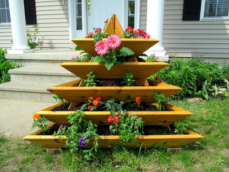 Цветник - пирамида