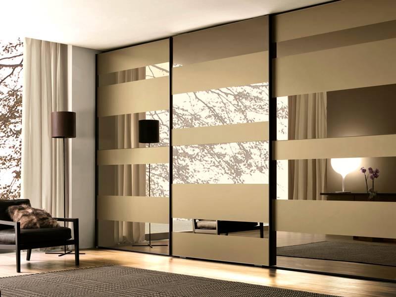 Сочетание декора в оформлении шкафа с дизайном интерьера