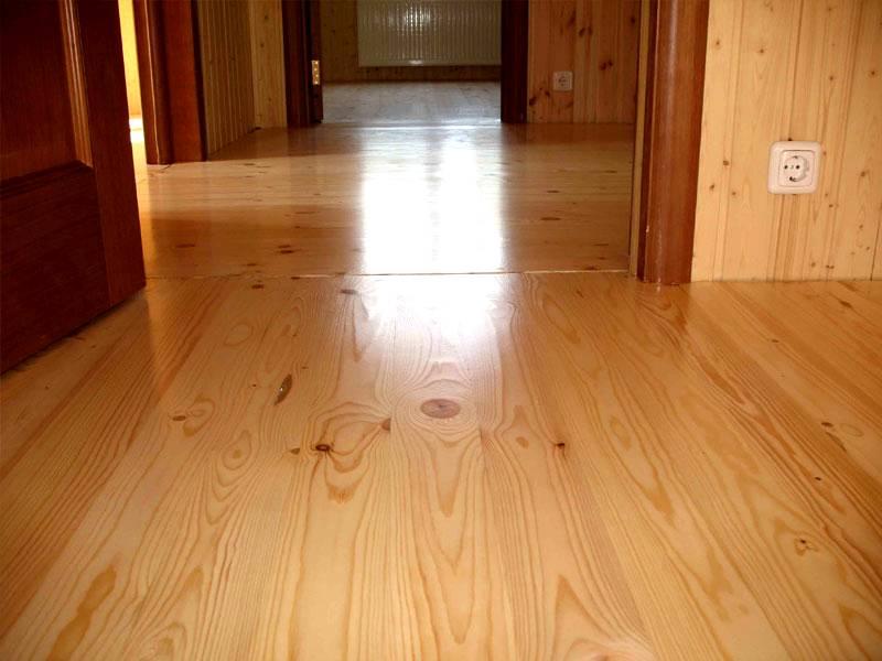 Деревянный лакированный пол