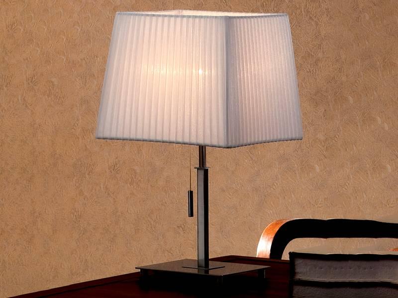 Для лампы на столе важно, чтобы плафон был непрозрачным