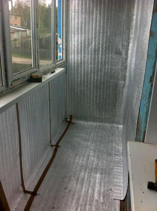 Металлический слой пенофола отражает полезное тепловое излучение внутрь комнаты