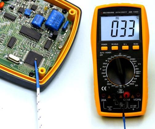 Измерение температуры процессора с помощью специального щупа-терпмопары
