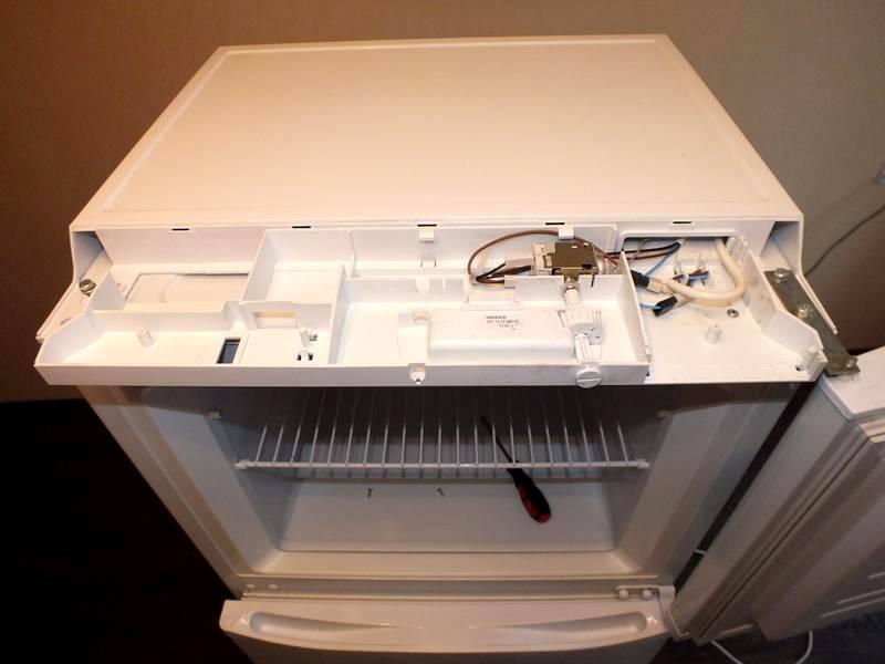 Если снять дверь морозильной камеры, старый холодильник можно превратить в полноценный осушитель