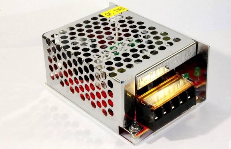 Такое устройство преобразует напряжение для питания светодиодной ленты