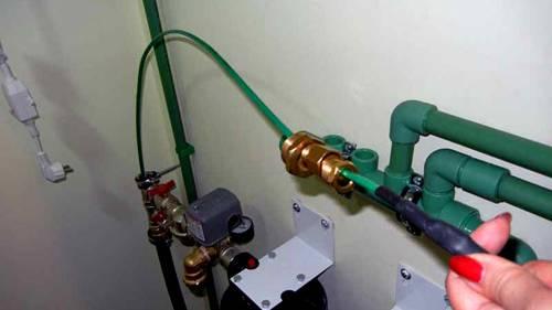 Зимняя защита для водопровода: саморегулирующий греющий кабель