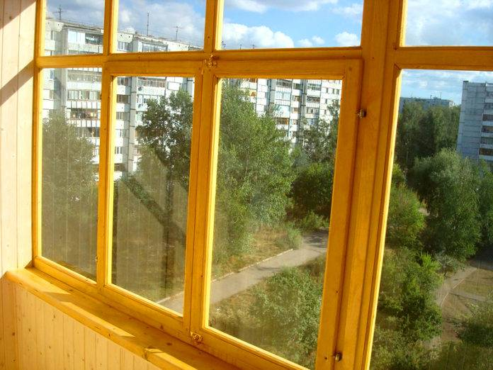 Установка стеклопакета в деревянную раму