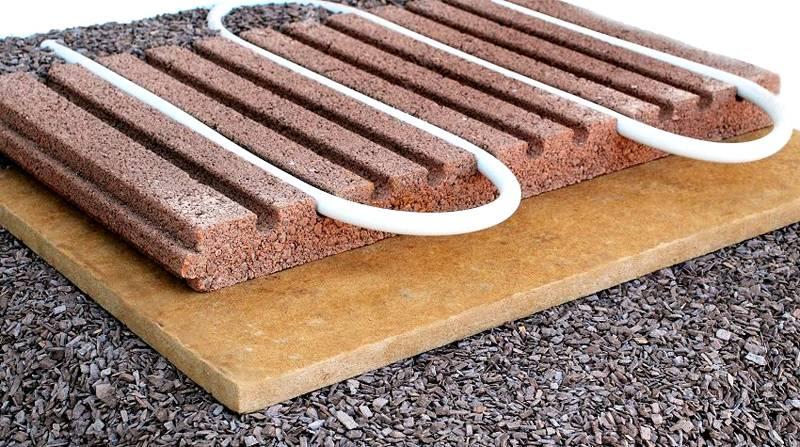 Для сохранения высокого КПД нагреватели устанавливают непосредственно под финишным напольным покрытием