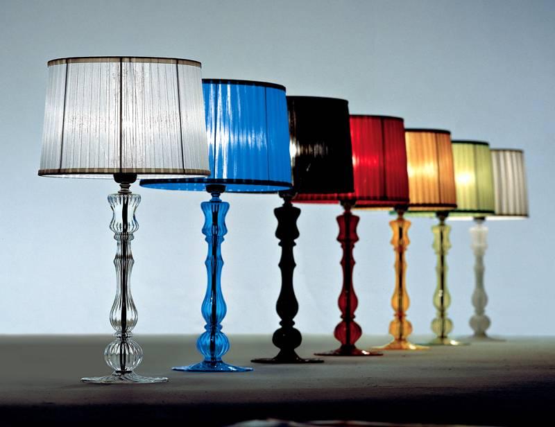 Высота лампы должна позволять осветить максимальную поверхность рабочего стола