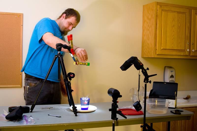Лазерный датчик, включающий затвор аппарата для фотосъемки в специальных режимах