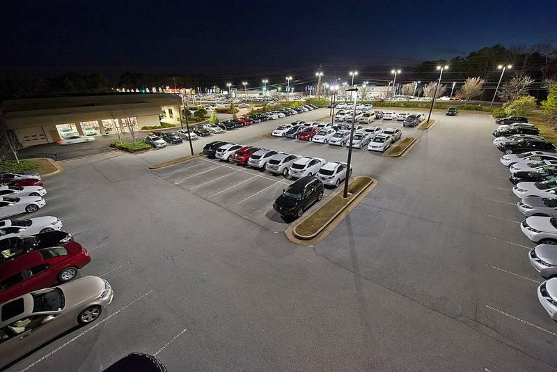 На открытых площадках применяют уличные датчики освещенности для включения света