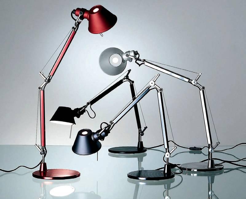 Рабочий светильник регулируется по высоте