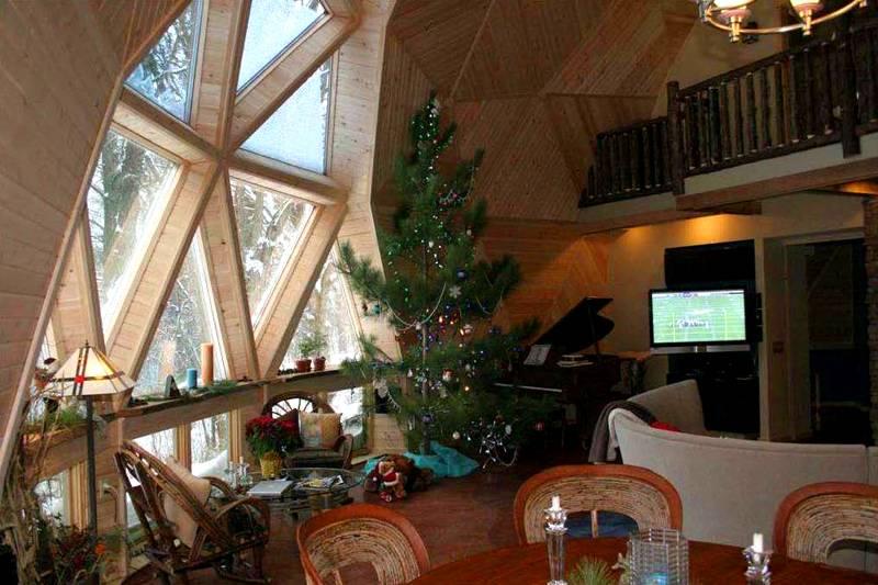 Треугольные окна используют часто, так как они соответствуют форме сегментов