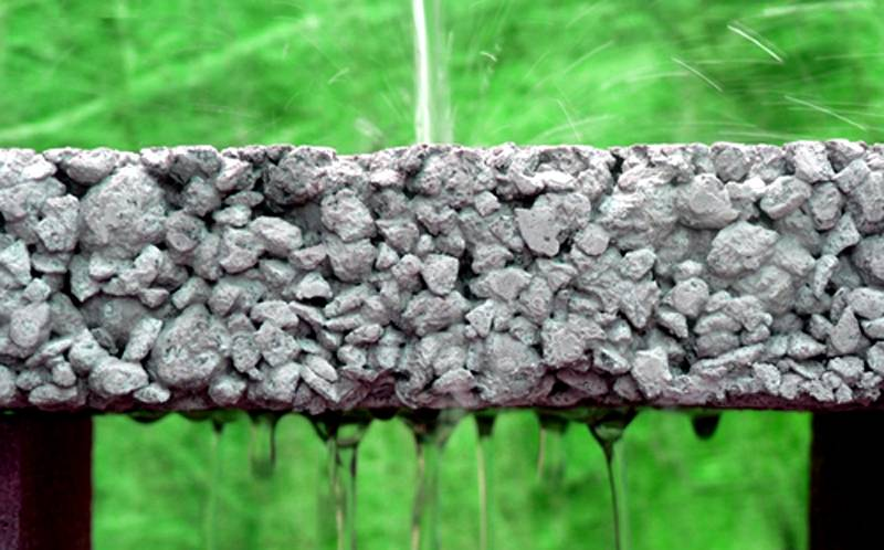 Щебёнка и песок компенсируют повышенное давление и армируют конструкцию