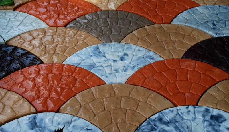 Чешуя – очень проста в укладке, имеет несколько вариантов окраски