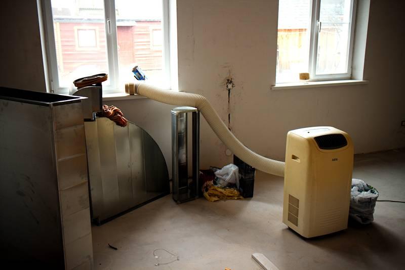 Осушители применяют также для ускорения отдельных строительных процессов