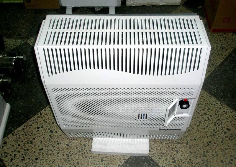 Есть конвекторы с коаксиальным принципом поступления воздуха, то есть воздух в устройство поступает не из помещения, а снаружи