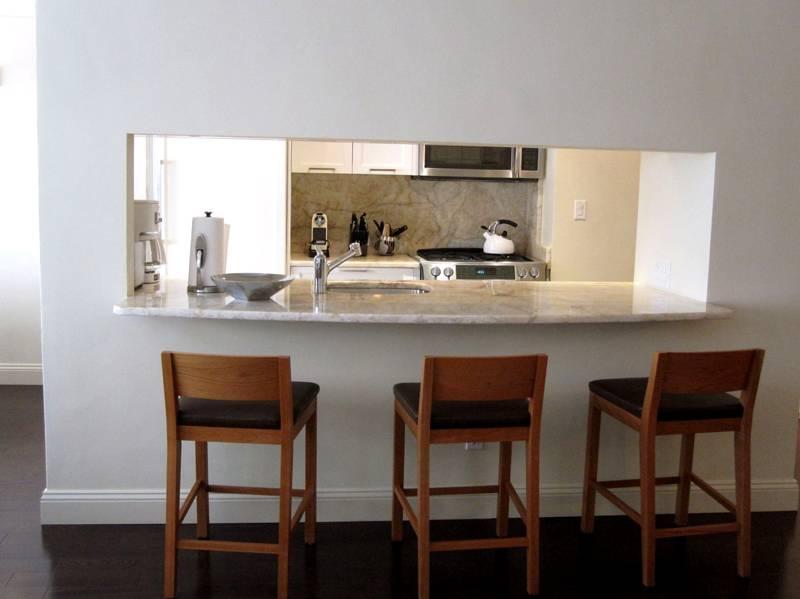 Многофункциональная конструкция: стол для завтраков, рабочая поверхность, мойка