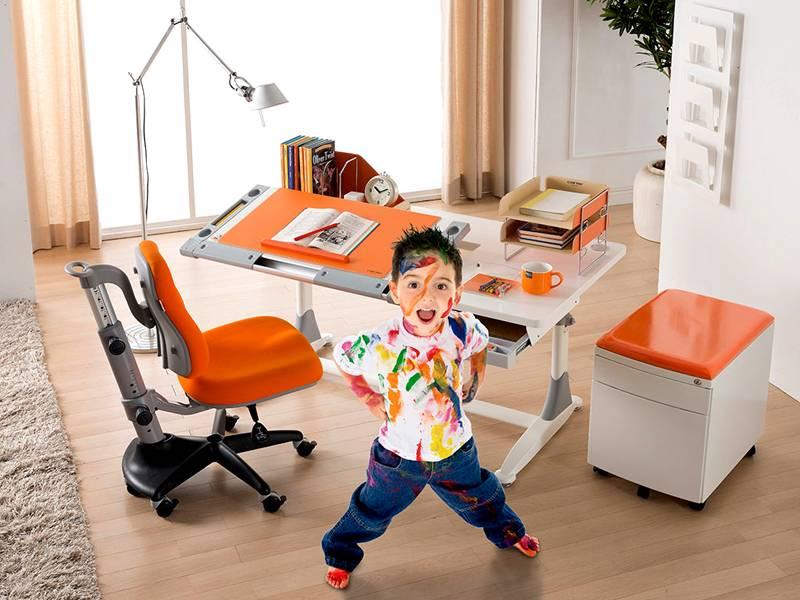 Слишком пёстрый или необычно окрашенный светильник будет мешать ребёнку сосредоточиться на выполнении домашнего задания